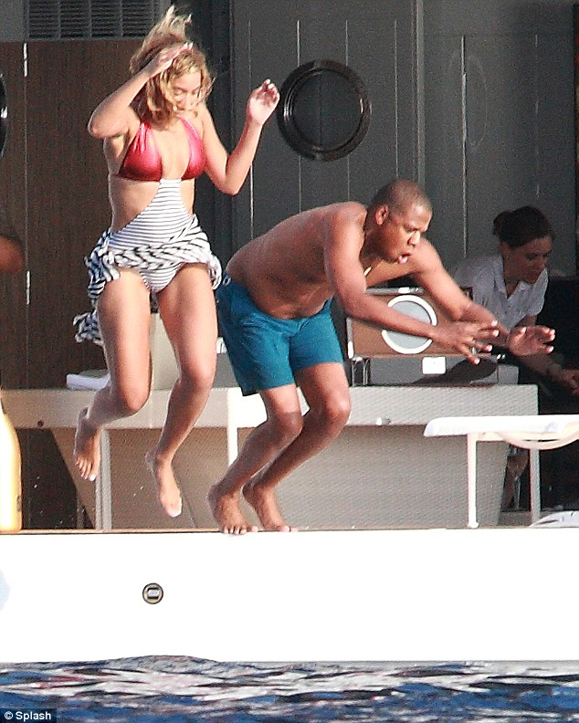 Exclusive: Beyonce Spends 32nd B-Day With Husband Jay-Z and Blue Ivy on Champagne Cruise